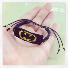 Learn how to tie your own friendship bracelets! _____ _____ _____ _____ _____ _____ _____ Friendship bracelet pattern 5776 by susiantan Making Friendship Bracelets, Diy Friendship Bracelets Patterns, Bracelet Making, Homemade Bracelets, Homemade Jewelry, Thread Bracelets, Beaded Bracelets, Batman Jewelry, Batman Crafts