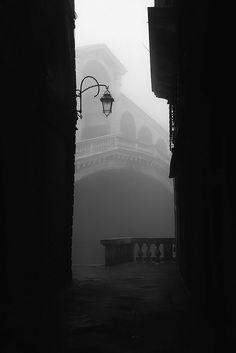 Rialto, Venice by Matteo Chinellato #cityscapephotography