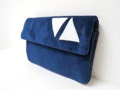 Portemonnaie SAMT mitternachtsblau weiße Dreiecke von ambaZamba auf DaWanda.com