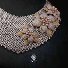 Just as the majestic royals stood out from the rest, so does this resplendent piece adorned with beautifully crafted diamonds from #vikaschainandjewellery