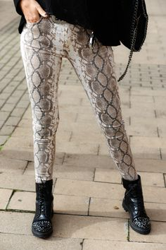 Reptiles, Fall Outfits, Fashion Outfits, Womens Fashion, Printed Leggings Outfit, Snake Print, What To Wear, Personal Style, Street Style
