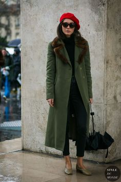 Diletta Bonaiuti between the fashion shows. The post Paris Fashion Week Fall 2017 Street Style: Diletta Bonaiuti appeared first on STYLE DU MONDE | Street Style Street Fashion Photos