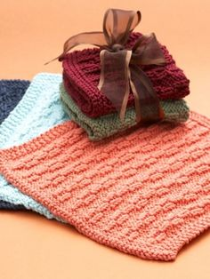 Free Pattern - Show your gratitude to gracious hostesses (or hosts) this holiday season with these lovely dishcloths.