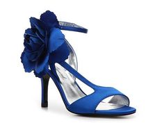 flowery sandal in blue