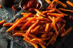 Joy Bauer Healthy Recipe From Joy Bauer's Food Cures Sweet Potato Fries Diet Recipes, Cooking Recipes, Healthy Recipes, Delicious Recipes, Cooking Tips, Healthy Foods, Joy Bauer Recipes, Sweet Potato Benefits, Baked Garlic