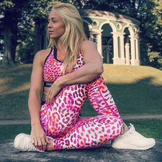 Yoga in the park a beautiful Day!| www.strongerlabel.com #fitnesstights #sportsbra