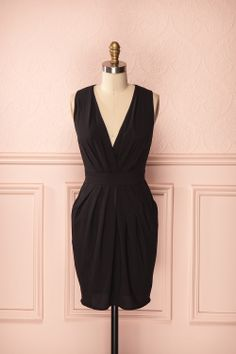 Sekayna - Black low-cut sleeveless dress