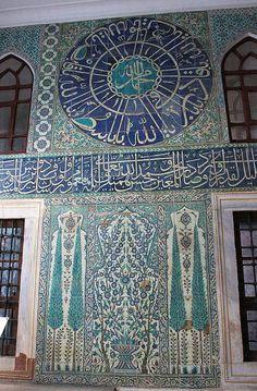 Istanbul: Topkapı Palace (Harem) – Decor is art Islamic Tiles, Islamic Art, Islamic Architecture, Art And Architecture, Sainte Sophie, Turkish Art, Belle Villa, Islamic World, Turkey Travel