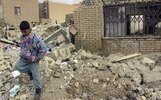 2013 - 18 de Octubre - Triple ataque en funeral en Bagdad deja al menos 50 muertos - Bagdad (Reuters) . Más de 50 personas murieron el sábado en un triple atentado con bombas ocurrido en una tienda de campaña atestada de asistentes a un funeral en el bastión chií de Ciudad Sadr, situado en la capital iraquí, dijeron fuentes policiales y de salud. Bagdad, Funeral, War, Skin Colors, Bombshells, Fonts, October, Store, People