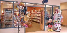 One of the first things you see when you walk into Bethesda North Hospital is our Gift Shop. You and your family can find snacks, baby gifts, balloons, flowers, jewelry and much more.
