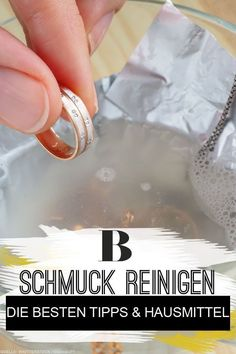 Schmuck reinigen: Die besten Tipps und Hausmittel Cleaning jewelry: the best tips and home remedies. Even the finest jewelry can wear ugly coverings over time. And the preparation at the jeweler can b Diy Home Cleaning, Cleaning Hacks, Diy Schmuck, Schmuck Design, Keep Jewelry, Fine Jewelry, Clean Jewelry, Life Hacks, Clean And Shiny