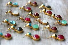 T minis en todos los colores, con cual te quedas? ➡www.casildafinatmc.com #pendientes #invitadaperfecta #earings #jewelry #jewels #joyitas #pendientes #piedranatural