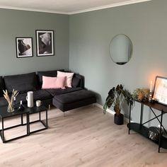 En dempet og sval mintaktig tone Malta, Teal, Couch, Furniture, Home Decor, Malt Beer, Settee, Decoration Home, Sofa