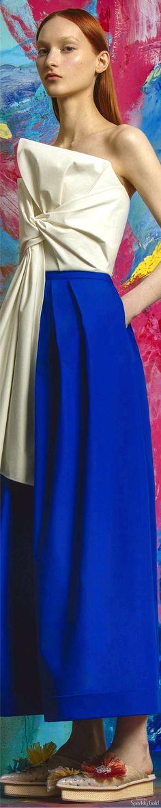 Delpozo Resort 2017 Runway Fashion Looks, Fashion 2017, Couture Fashion, Love Fashion, Fashion Outfits, Fashion Design, Fashion Shirts, High Fashion, Spanish Fashion