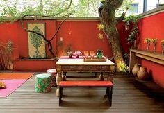New living room red backyards ideas Outdoor Rooms, Outdoor Dining, Outdoor Gardens, Outdoor Furniture Sets, Outdoor Decor, Mexican Garden, Moroccan Garden, Enclosed Patio, Living Room Red