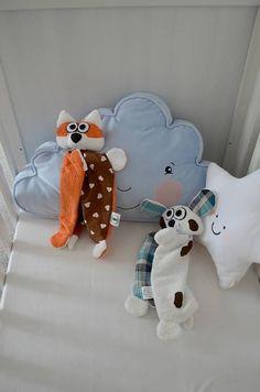 mojkáčik je určený hlavne tým najmenším.. je ľahučký, spapal hrkálku, takže hlavička mu hrká a kombinácia rôznych látok, z ktorých je ušitý, podporuje zvedavosť u bábätiek... Dinosaur Stuffed Animal, Pillows, Toys, Handmade, Animals, Activity Toys, Hand Made, Animales, Animaux