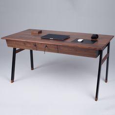 An Elegant Desk Inspired by James Bond