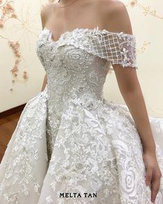 in love with the sumptuous detail , elegant and sweet look at the same time . • customade fairytale off shoulder wedding dress • . . . #meltatan #fairytale #gown #weddingdress #weddingidea #wedding #lace #gelin #gelinlik #dentelle #floral #fashion #fashiondesign #bridebook #bride http://gelinshop.com/ipost/1518646530293912606/?code=BUTUPkhjFQe