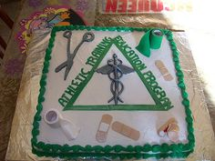athletic training cake This cake is all Edible, I make it for my sisters high school athletic traning class Lerntyp Test, Graduation Cap Decoration, Graduation Caps, College Graduation Pictures, Athletic Trainer, Cap Decorations, Party Central, Best Friend Tattoos, Sports Medicine