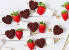 MISSPETEL: שוקו Chocolate Lovers, Chocolate Recipes, Appetizer Recipes, Appetizers, Mini Donuts, Dessert Bread, Looks Yummy, Original Recipe, Strawberry