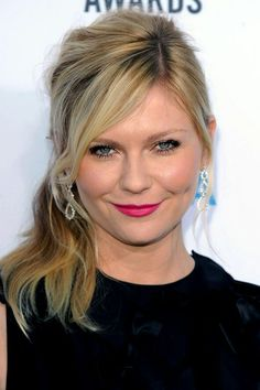 Image detail for -Kirsten Dunst's side ponytail - celebrity hair and hairstyles Girly Hairstyles, Hairstyles For Round Faces, Ponytail Hairstyles, Hairstyles Haircuts, Down Hairstyles, Holiday Hairstyles, Updo, Androgynous Haircut, Vintage Ponytail