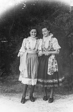 Folk Costume, Costume Dress, Costumes, European Countries, Paganism, Vintage Pictures, Czech Republic, Climbing, Culture