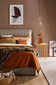 Create warmth and comfort with autumnal hues in interiors this season. Think terracotta, russet, burnt orange, ochre, mustard, and blush pink. These earthy tones are a great way to create a grounded feel in your home and to make it feel extra cosy.  #earthycolours #autumncolours #homeinteriors #autumndecor Room Ideas Bedroom, Bedroom Colors, Home Decor Bedroom, Bedroom Wall, Bedroom Interior Design, Colourful Bedroom, Calm Bedroom, Earthy Bedroom, Bedroom Orange