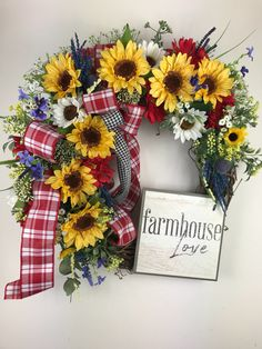 ideas for farmhouse wreath tutorials Wreath Crafts, Diy Wreath, Grapevine Wreath, Wreath Ideas, Fabric Wreath, Wreath Making, Country Wreaths, Fall Wreaths, Christmas Wreaths