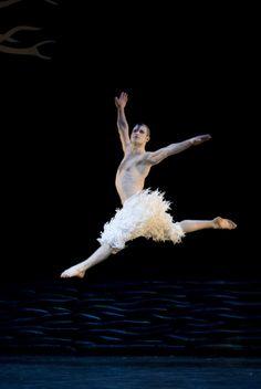 Matthew Bourne's Swan Lake, Richard Winsor Leap
