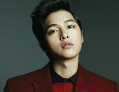 "It has been revealed that actor Song Joong Ki is currently in talks to star in a new drama ahead of his military discharge. In response to an earlier report that stated that the actor had already confirmed his casting in scriptwriter Kim Eun Sook's upcoming production titled ""The Descendant of the S..."