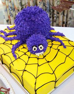 Halloween Giant Spider Cake by www.realcakecompany.com