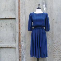 1970s Navy Blue Midi Dress with Pleated Top par ShatranoStyle, $35,00
