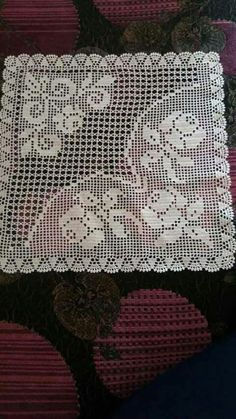 This Pin was discovered by Hac Crochet Blocks, Crochet Borders, Crochet Diagram, Crochet Squares, Crochet Stitches, Crochet Patterns, Crochet Pillow, Crochet Art, Crochet Doilies