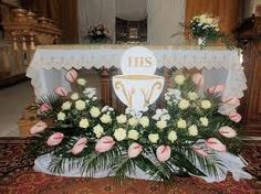 Похожее изображение Altar Flowers, Church Flower Arrangements, Church Flowers, Beautiful Flower Arrangements, Floral Arrangements, Beautiful Flowers, First Communion Decorations, Graduation Decorations, Christmas Decorations