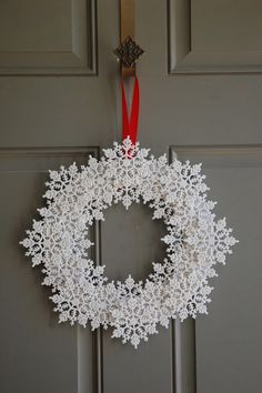 No tutorial, but could be done by just looking at it. Would be pretty out of crocheted snowflakes!
