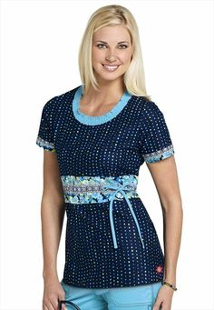 Dickies Medical Uniforms Zoom Into Bloom print scrub top. I love Dickies scrubs! Scrubs Outfit, Scrubs Uniform, Medical Uniforms, Work Uniforms, Medical Scrubs, Nursing Scrubs, Nursing Shoes, Cute Scrubs, Work Looks