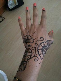 #henna #hand #flowers