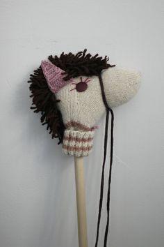 How To: Make A Stick Horse. I could make these for Gideon and Caleb and Judah! Easy Diys For Kids, Crafts For Kids, Stick Horses, Sock Dolls, Stacking Toys, Hobby Horse, Horse Crafts, Tallit, Diy Doll