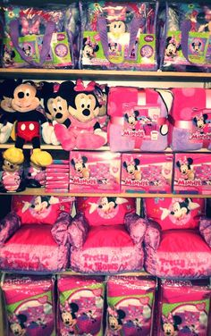 Disney fan? Accessorize your kiddos room with Minnie Mouse decor! #AnnasLinens