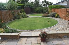 The latest news on property prices, popular locations across the UK and mortgage rates. Zoopla Discover Property News for up-to-date housing market news. Garden Paving, Garden Paths, Back Gardens, Small Gardens, Circular Lawn, Back Garden Design, Garden Projects, Garden Ideas, Classic Garden
