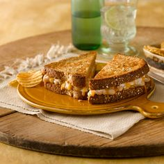 White Bean Cheddar Melt: A flavorful sandwich with cheddar cheese and Great Northern Beans.