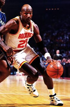 "Clyde Drexler - ""Clyde the Drive"" ⚡️ Tnt Basketball, Houston Rockets Basketball, Basketball Scoreboard, Basketball Skills, Basketball Legends, Basketball Uniforms, Basketball Players, Inside The Nba, Clyde Drexler"