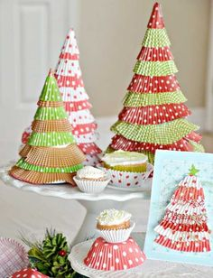 cupcake liner christmas trees - DIY Great idea of holiday crafts! Christmas Tree Cards, Christmas Crafts For Kids, Christmas Projects, All Things Christmas, Simple Christmas, Winter Christmas, Holiday Crafts, Holiday Fun, Christmas Holidays