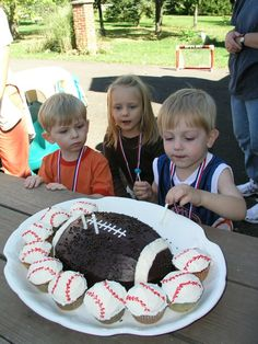 Love this cake & cupcakes