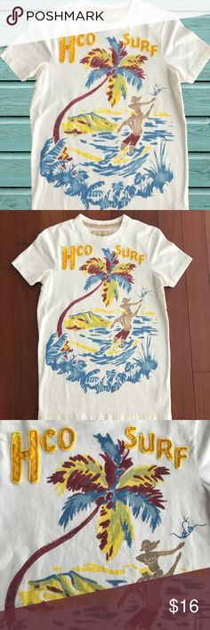 "Hollister Surf Tee size S I just love these colors and the retro design. Size S. No rips or stains - it's just been washed and worn a few times. Shoulder to hem:  25-1/2"", outer sleeve: 7"", pit to pit: 17-1/2"".   Shop smart by maximizing your shipping $. Use the filter function and peruse my closet of over 1,000 items! Bundle and save!! Hollister Tops Tees - Short Sleeve"