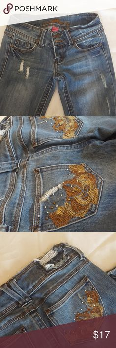Almost Famous Distressed Jeans ~ Size 0 Almost Famous Distressed Jeans ~ Size 0 ~ with Zipper Almost Famous Jeans Skinny