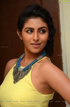 http://www.ragalahari.com/actress/78726/kruthika-jayakumar-pics/image37.aspx