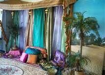 arabian decor - Bing Images Arabian Theme, Arabian Party, Arabian Decor, Middle Eastern Decor, Interior Design Guide, Red Hen, Moroccan Design, Stage Set, Arabian Nights