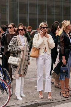The Latest Street Style From Milan Fashion Week See the Latest Milan Fashion Week Street Style Spring 2020 Printemps Street Style, Milan Fashion Week Street Style, Looks Street Style, Spring Street Style, Milan Fashion Weeks, Cool Street Fashion, Looks Style, La Fashion Week, Street Chic