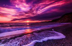 Purple Sunset on the beach Beach Sunset Wallpaper, Ocean Wallpaper, Purple Wallpaper, Nature Wallpaper, Of Wallpaper, Wallpaper Awesome, Purple Beach, Purple Sunset, Ocean Sunset